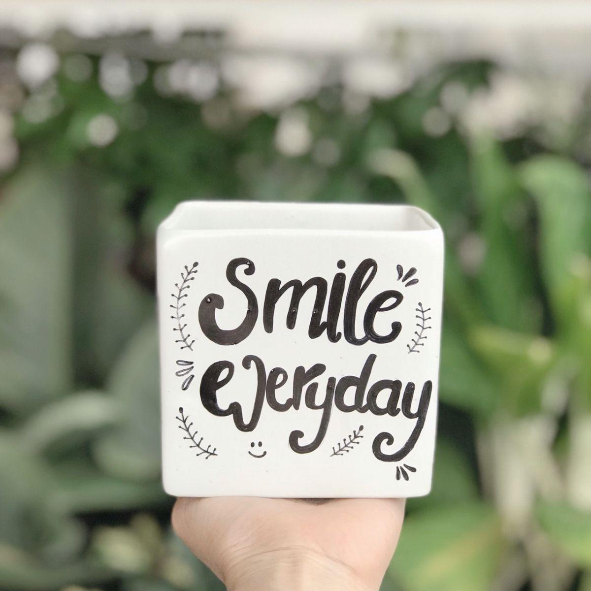 Chậu sứ men mát vuông trắng 10*10cm vẽ chữ smile...